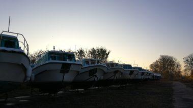 Hausboote im Winterlager