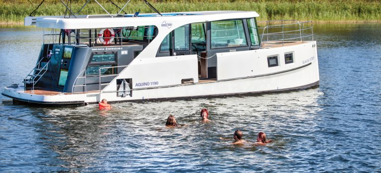 Ein Hausboot mit Joysticksteuerung