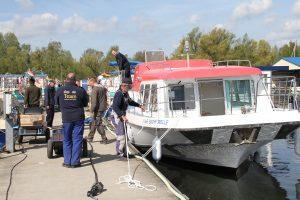 """""""Red Jack"""" im Wasser. Hafen - Kuhnle-Tours - Pirate 1200 G"""