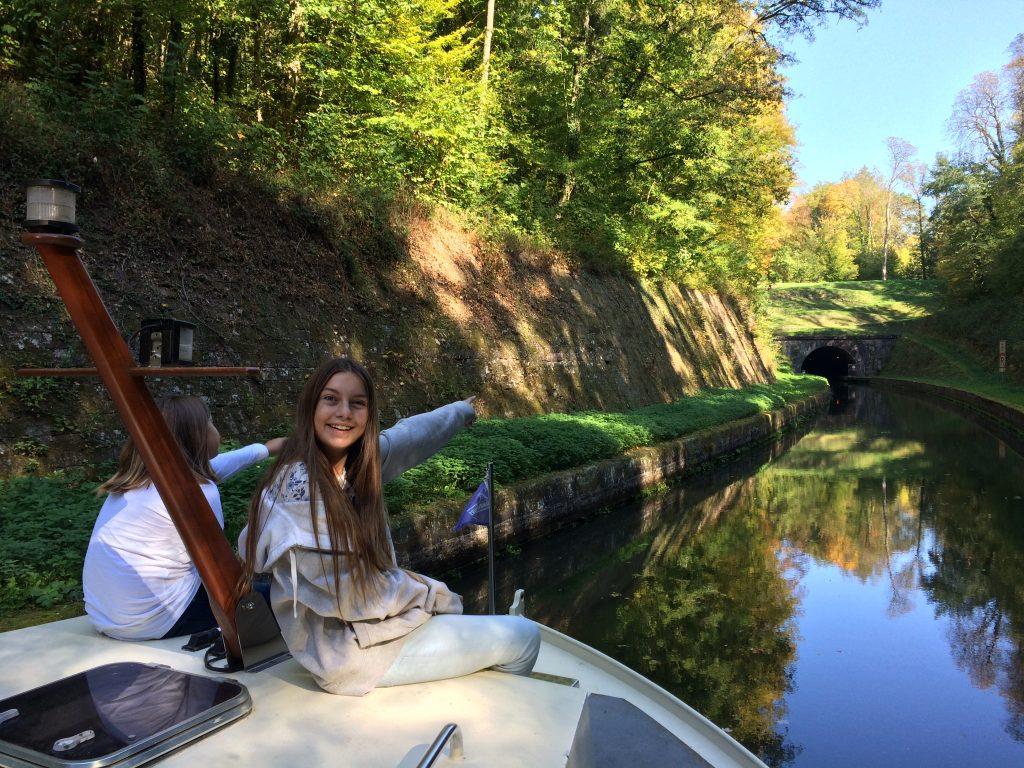 ab in den ersten Tunnel auf dem Rhein-Marne-Kanal