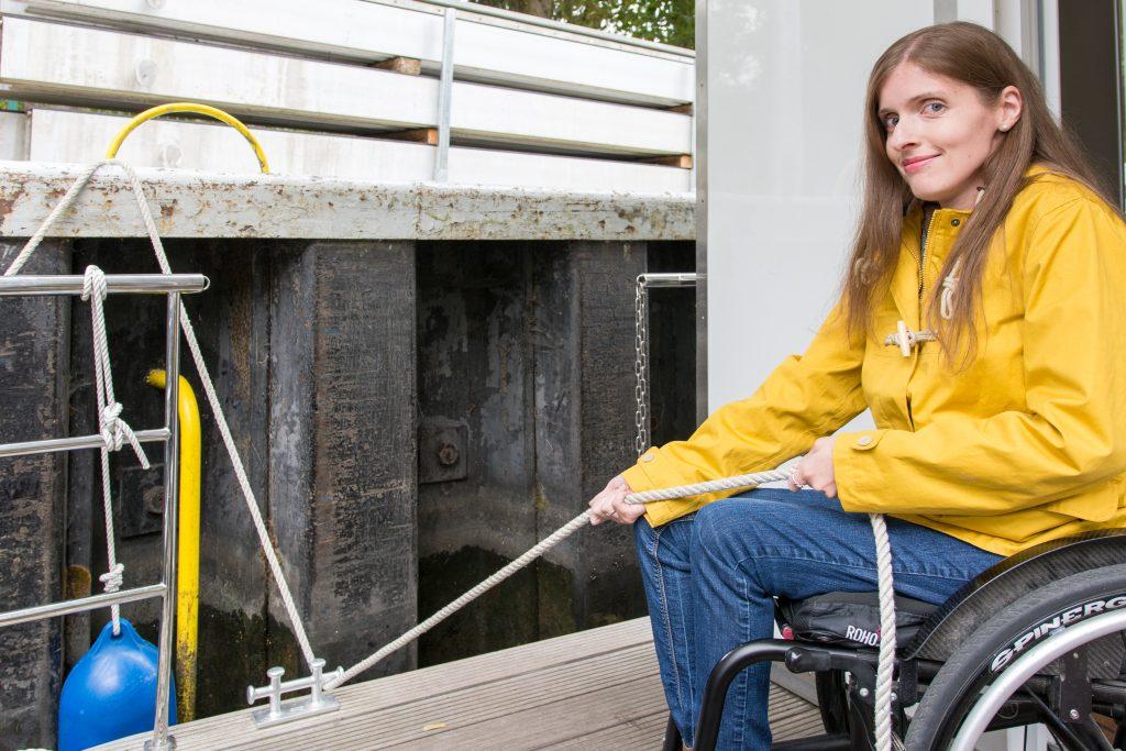 Schleusen für Rollstuhlfahrer - Barrierefrei mit dem Hausboot schleusen.